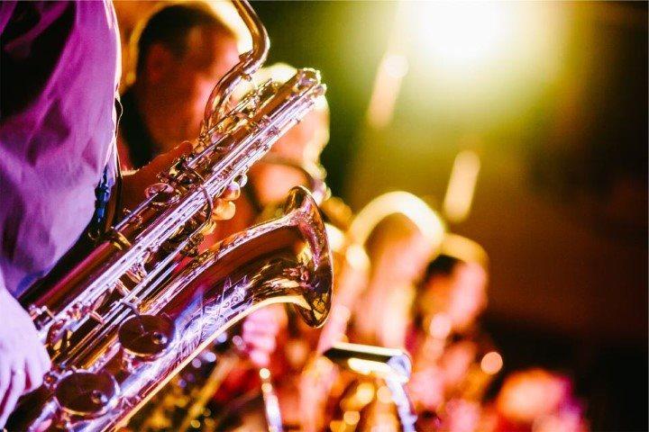 troupe-de-saxophonistes-en-spectacles